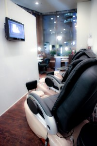Salon beauty bar pedicure chair tv